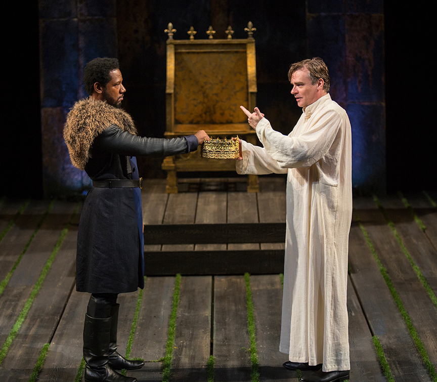 (from left) Tory Kittles as Henry Bolingbroke and Robert Sean Leonard as King Richard II in King Richard II, by William Shakespeare, directed by Erica Schmidt, running June 11 - July 15, 2017. Photo by Jim Cox.
