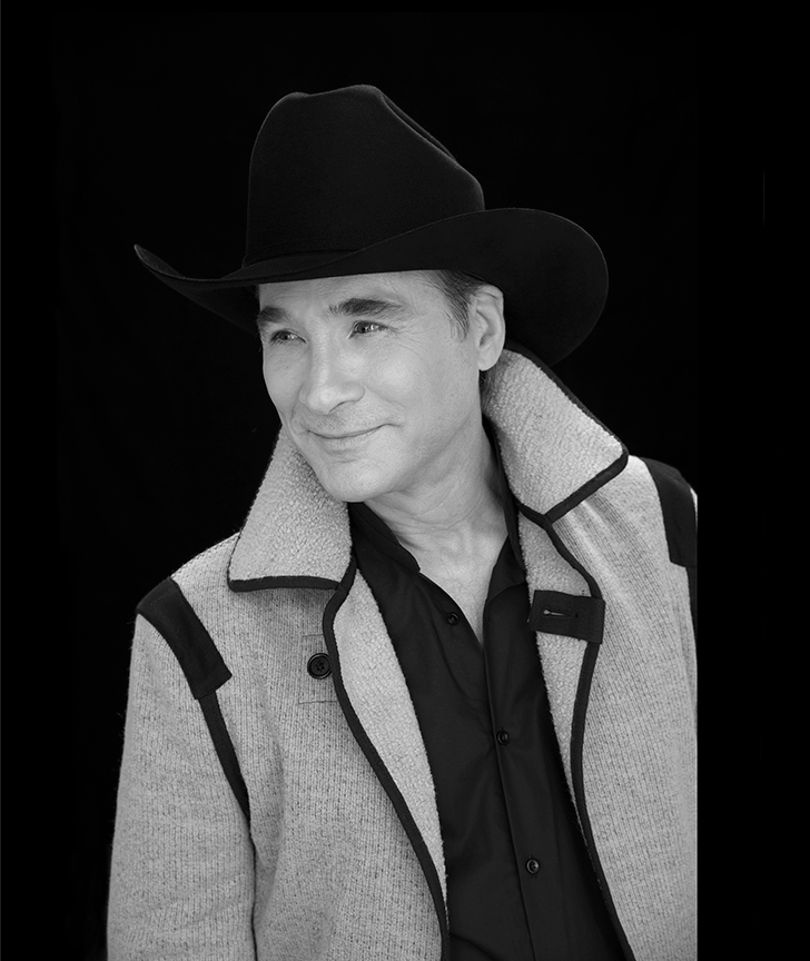 Clint Black. Clint Black's Looking for Christmas will run November 11 – December 31, 2018 at The Old Globe. Photo by Kevin Mazur.