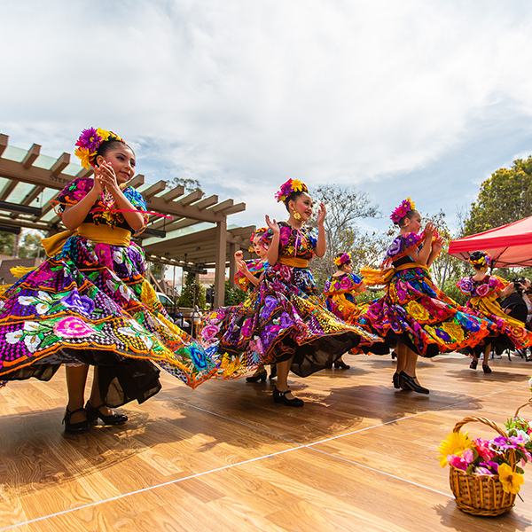 FREE Public AXIS Event: MEXICAN INDEPENDENCE DAY CELEBRATION featuring Mariachi Las Colibrí,